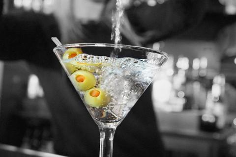Bar Louie opens Wheaton location
