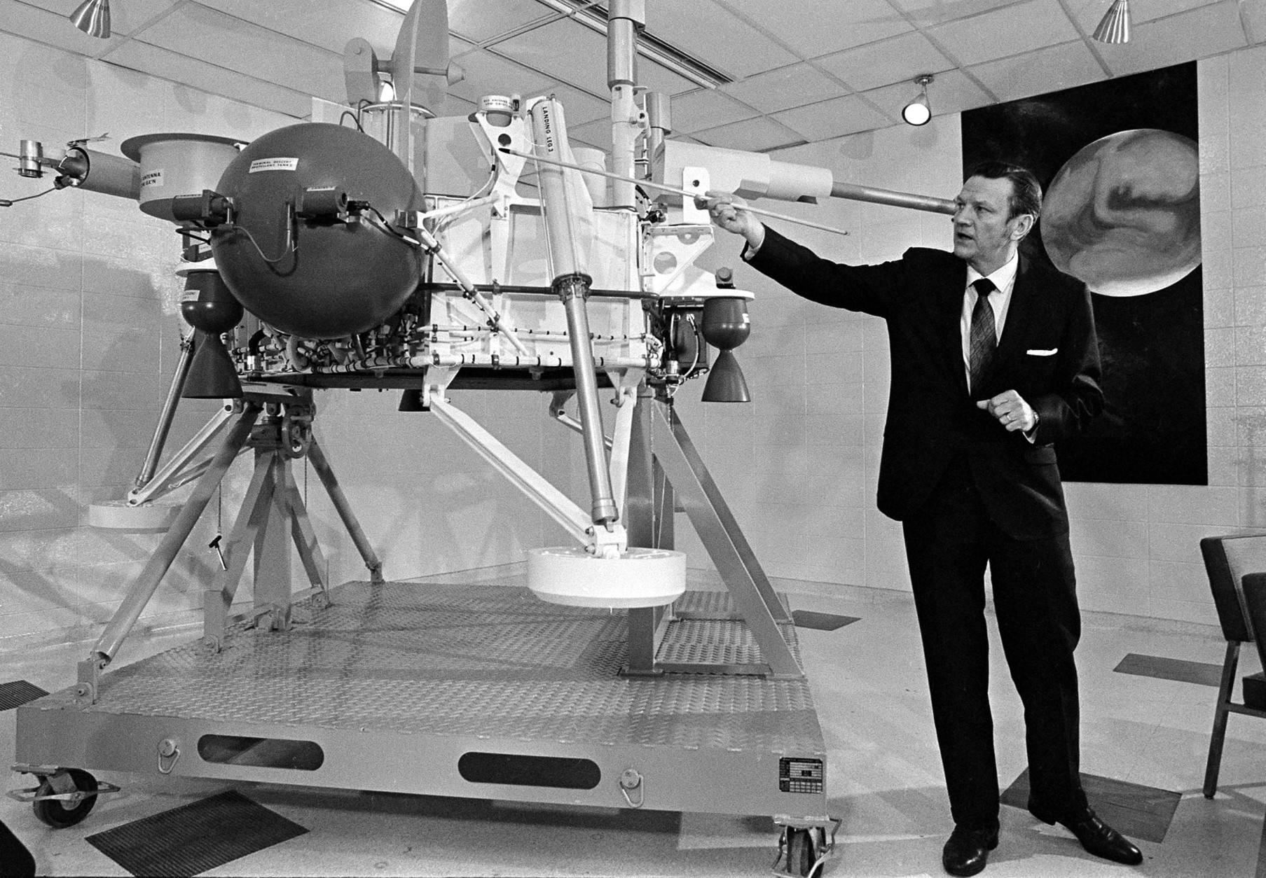 Viking project director Albert J. Kullas explains the full scale model of the lander after it was unveiled during a news briefing at the Martin Marietta space center in Denver, Colo., Feb. 11, 1971.  Viking will travel nearly a year and some 460-million miles before reaching Mars in mid-1976.  (AP Photo)