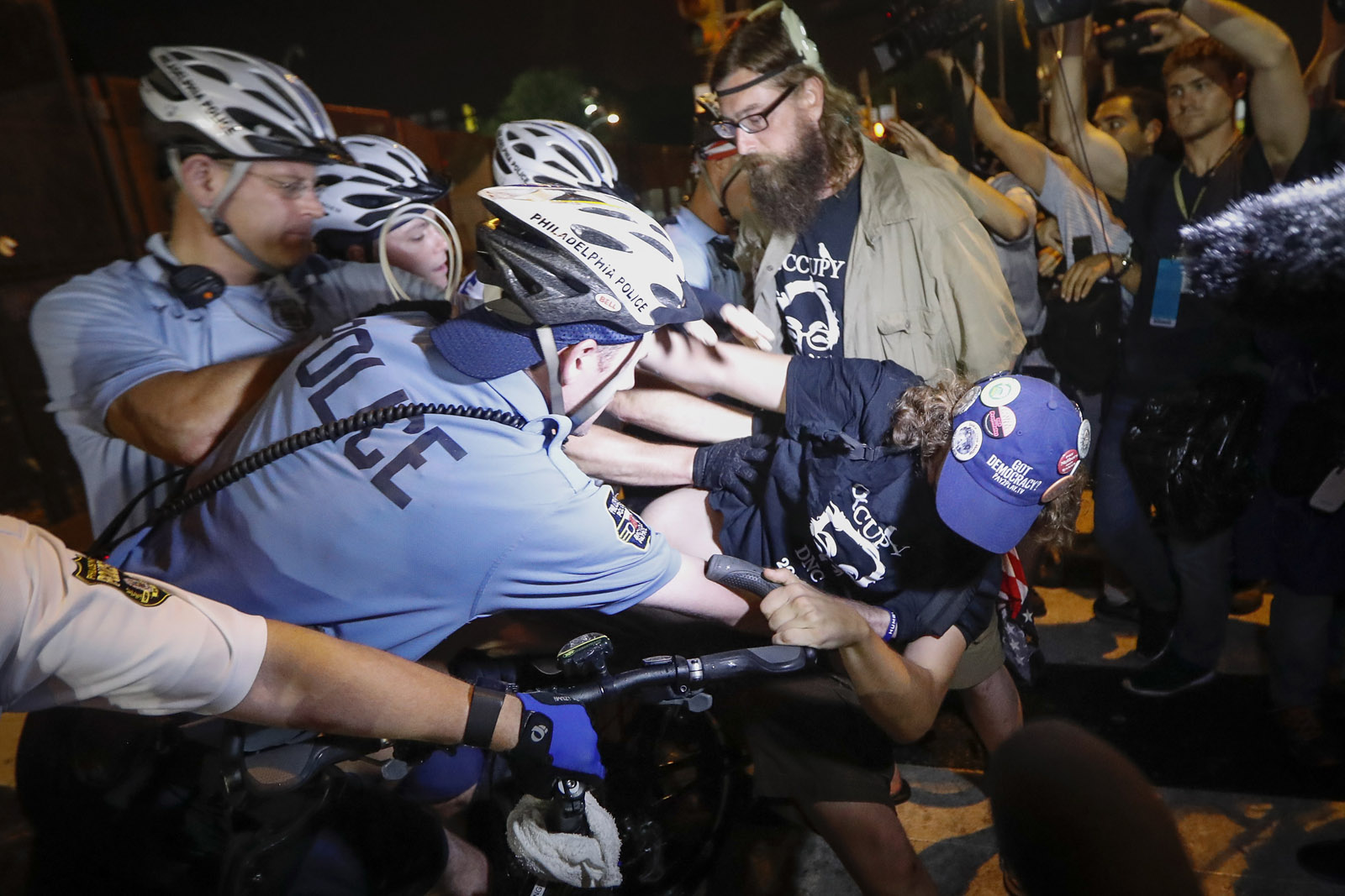 Demonstrators clash with police during a protest at Franklin Delano Roosevelt park in Philadelphia, Thursday, July 28, 2016, during the final day of the Democratic National Convention. (AP Photo/John Minchillo)