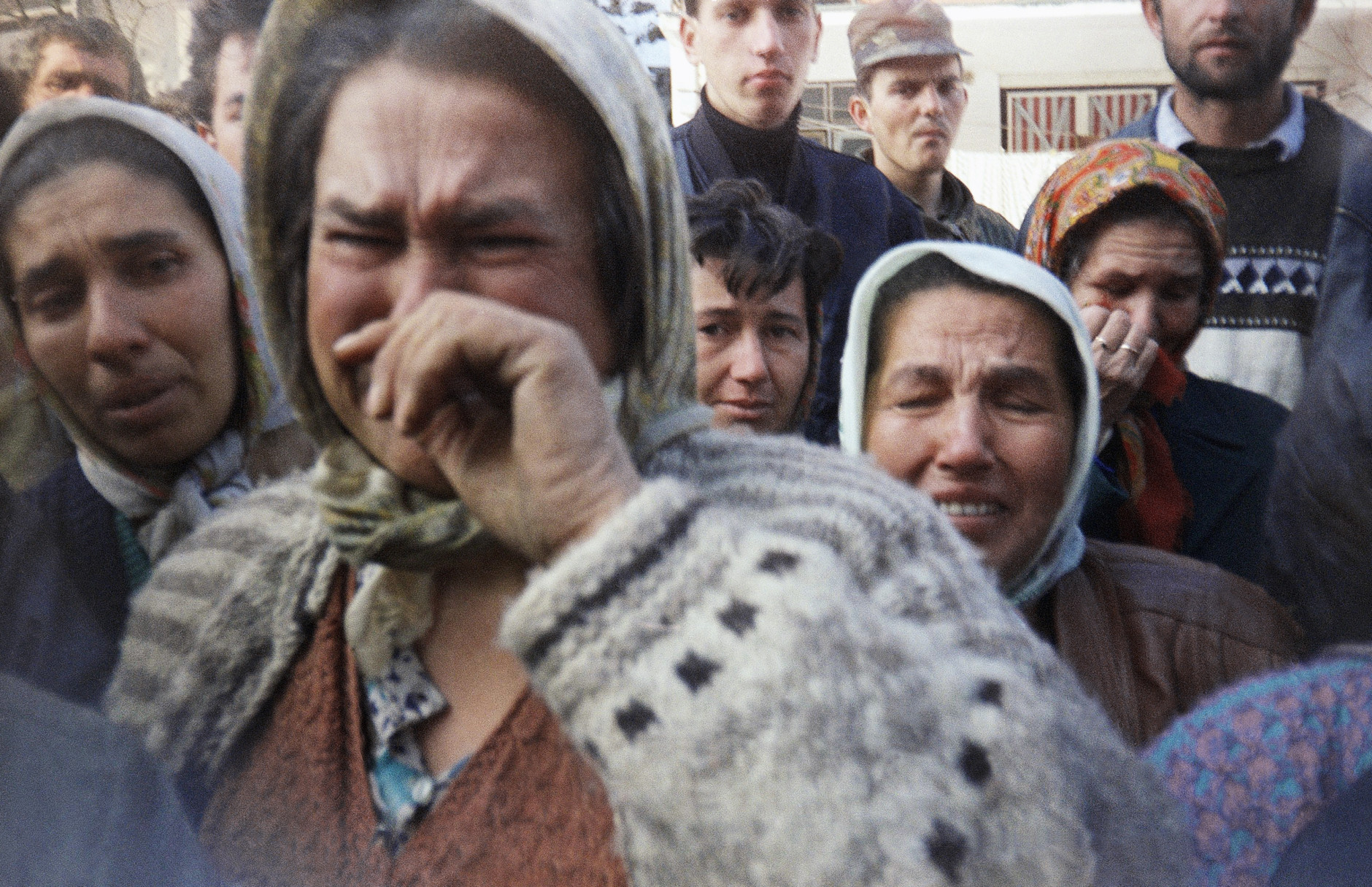 Muslim women trapped in the besieged town of Srebrenica vent out their fears during a gathering in Srebrenica, Bosnia and Herzegovina on March 11, 1993. Unidentified woman at center is a refugee from Vlasenica, Eastern Bosnia, trapped in Srebenica since early on March. (AP Photo/Haris Nezirovic)