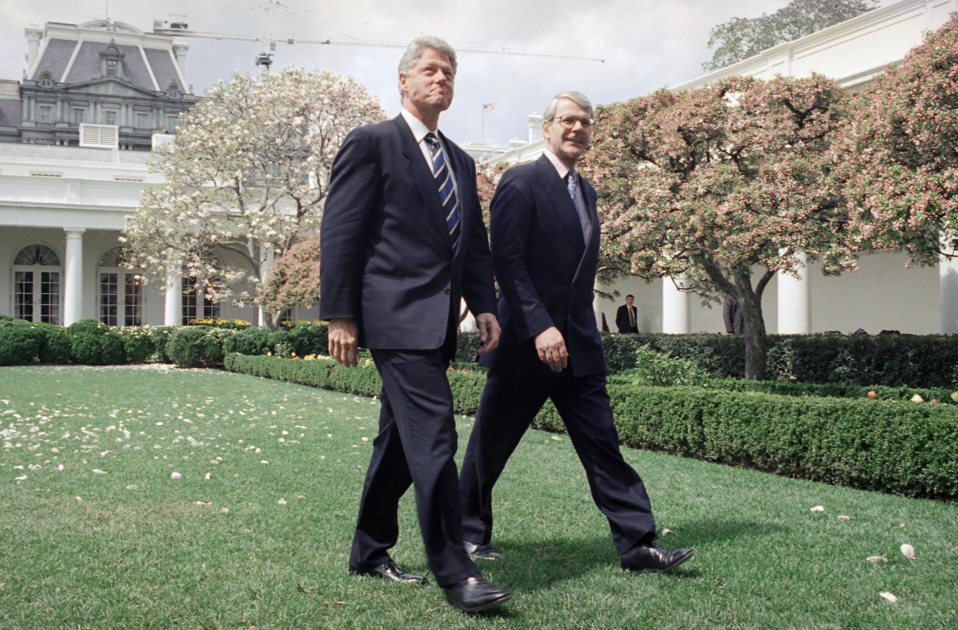 President Bill Clinton and British Prime Minister John Major walk in the Rose Garden of the White House in Washington  Thursday, April 4, 1995, after their oval office meeting. The two men were to have a joint news conference on Tuesday  afternoon. (AP Photo/Marcy Nighswander)