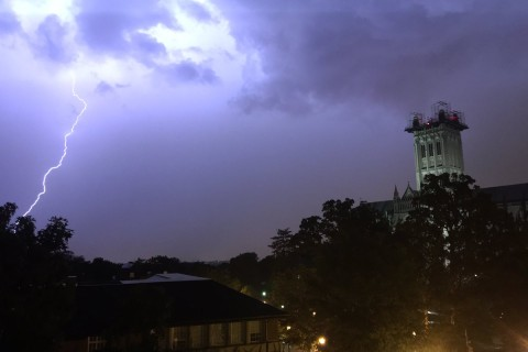 Storm brings lightning, hail, heavy winds to DC area