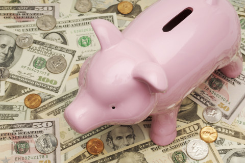 10 tips to live rich while saving for retirement