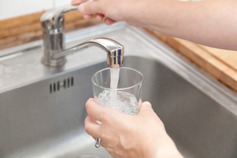 Ways to jazz up tap water, find free refill spots