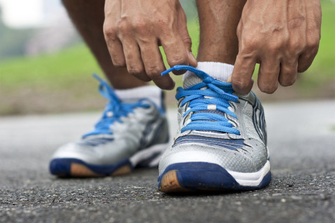 Study: Knee-friendly shoes no more effective than sneakers