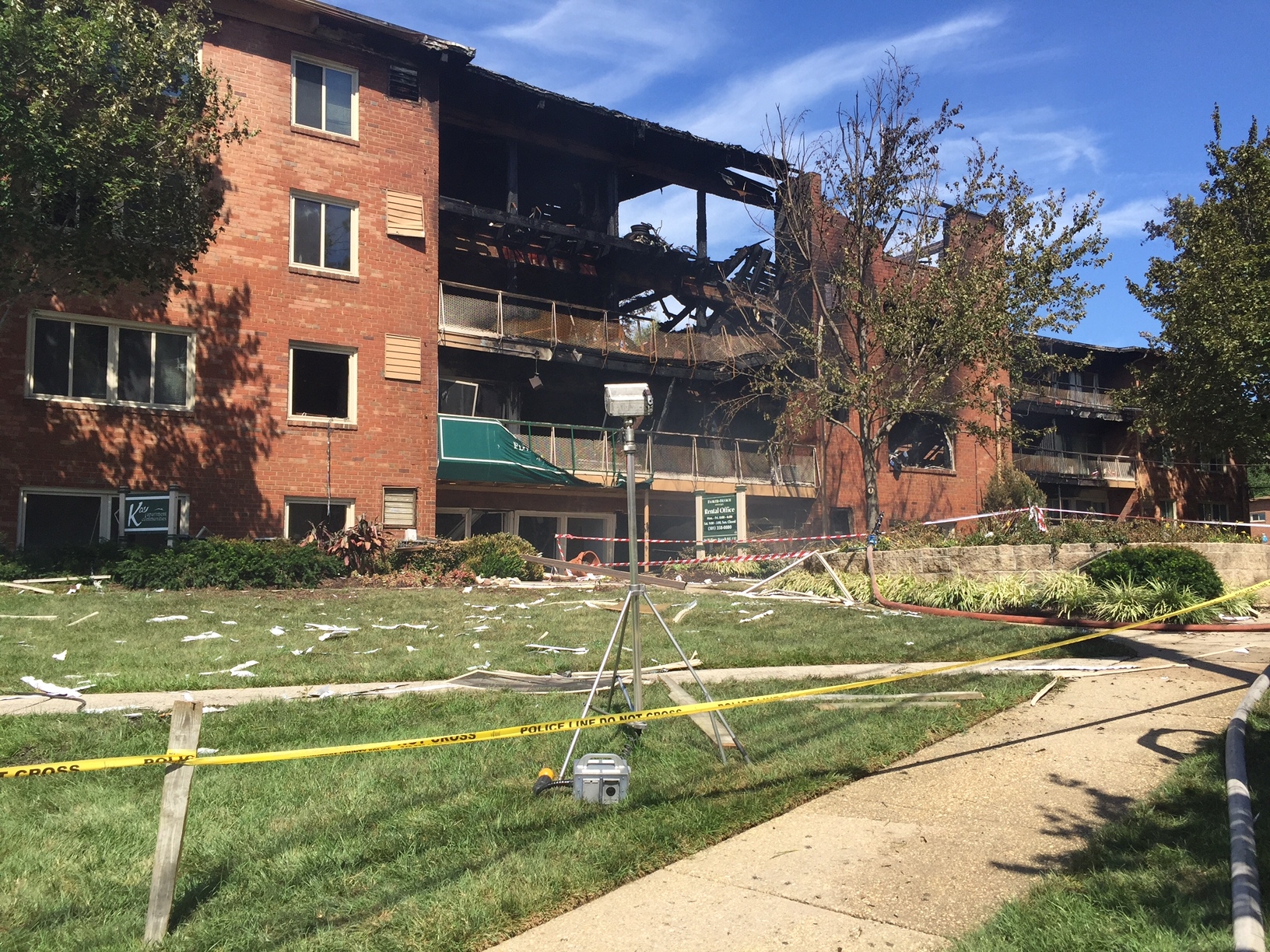 An apartment building on Piney Branch Road, in Silver Spring, after a fire and explosion just before midnight. (WTOP/Dennis Foley)