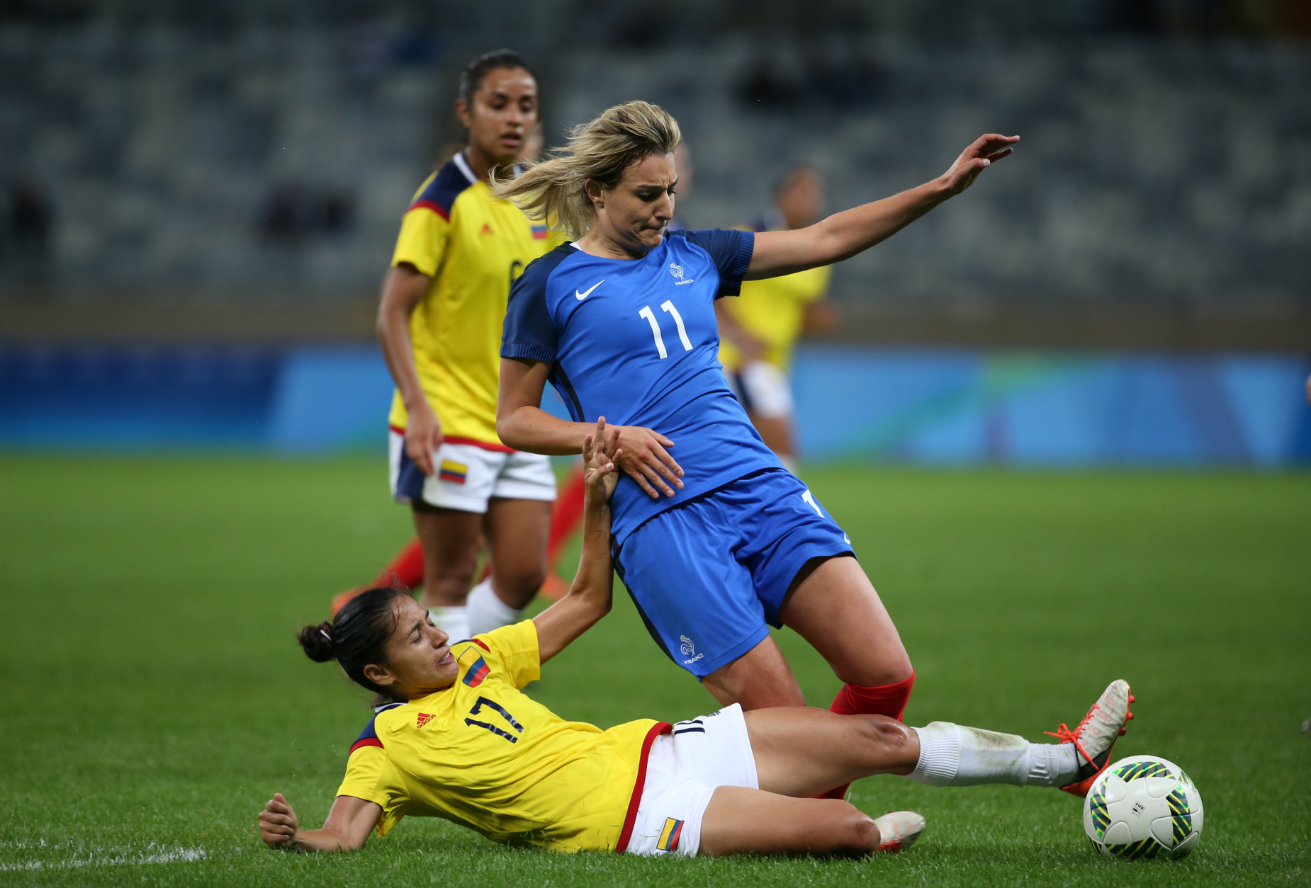 France's Claire Lavogez, top, fights for the ball with Colombia's Carolina Arias during the Women's Olympic Football Tournament at the Mineirao stadium in Belo Horizonte, Brazil, Wednesday, Aug. 3, 2016. France won 4-0. (AP Photo/Eugenio Savio)