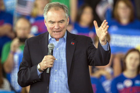Kaine meets 'Abe Lincoln' at Iowa rally