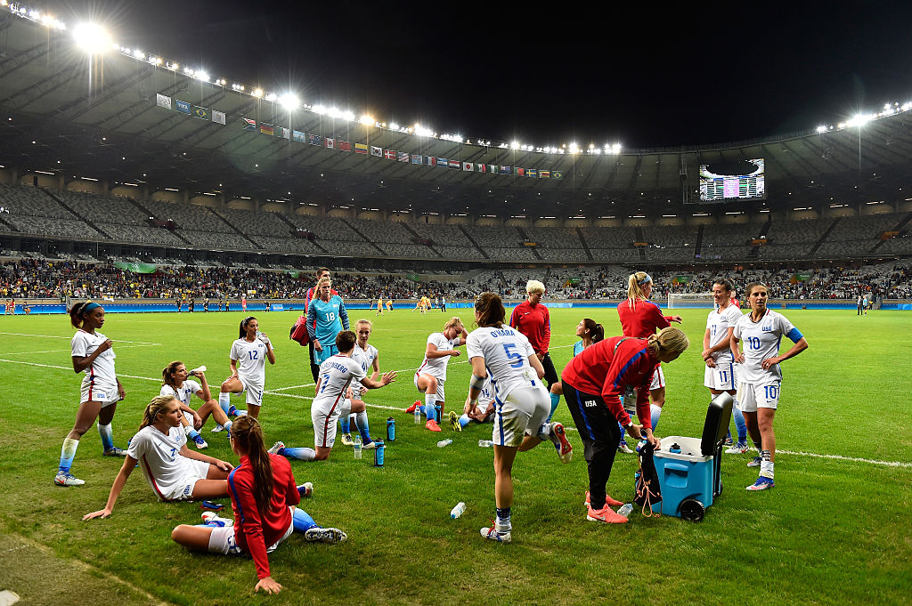 BELO HORIZONTE, BRAZIL - AUGUST 03: Team United States stretch on the pitch after their 2-0 win in Women's Group G first round match between the United States and New Zealand during the Rio 2016 Olympic Games at Mineirao Stadium on August 3, 2016 in Belo Horizonte, Brazil.  (Photo by Pedro Vilela/Getty Images)
