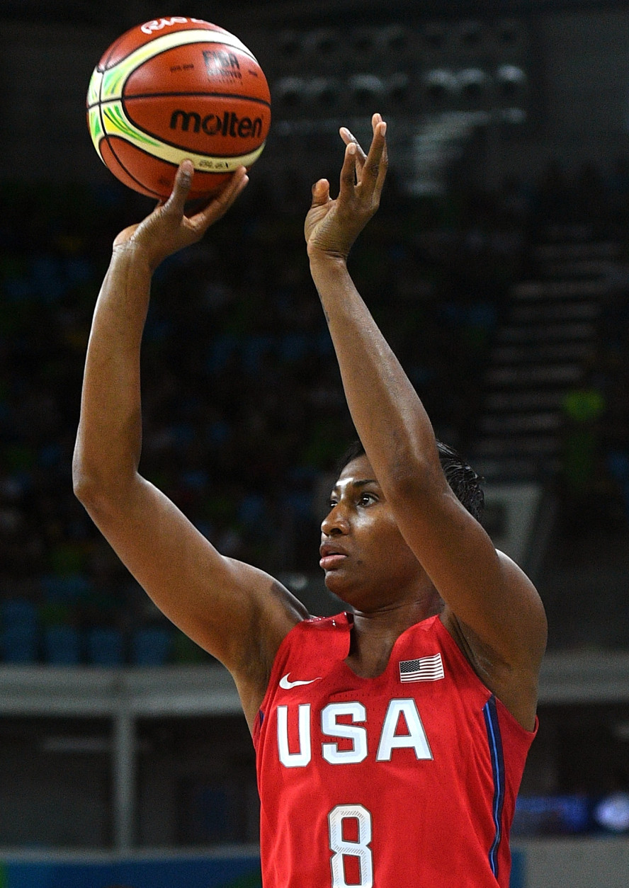 RIO DE JANEIRO, BRAZIL - AUGUST 18:  Angel Mccoughtry #8 of the United States shoots during a Women's Semifinal Basketball game between the United States and France at the Carioca Arena on Day 13 of the 2016 Rio Olympic Games on August 18, 2016 in Rio de Janeiro, Brazil.  (Photo by David Ramos/Getty Images)