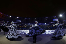 RIO DE JANEIRO, BRAZIL - AUGUST 21:  Dancers perform during the 'Lace Making' segment of the Closing Ceremony on Day 16 of the Rio 2016 Olympic Games at Maracana Stadium on August 21, 2016 in Rio de Janeiro, Brazil.  (Photo by Ezra Shaw/Getty Images)