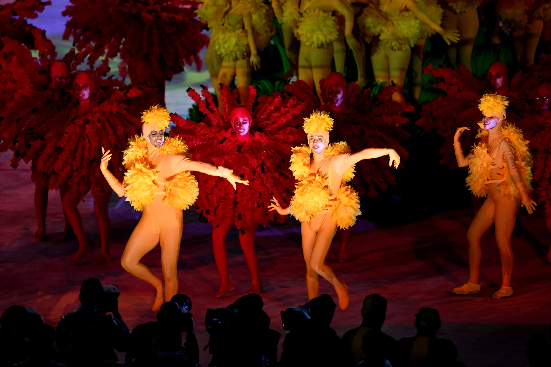 RIO DE JANEIRO, BRAZIL - AUGUST 21:  Dancers perform at 'The Art of Burle Marx' segment during the Closing Ceremony on Day 16 of the Rio 2016 Olympic Games at Maracana Stadium on August 21, 2016 in Rio de Janeiro, Brazil.  (Photo by Pascal Le Segretain/Getty Images)