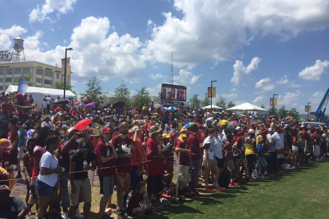 Despite heat, Redskins fans make it to training camp for their day