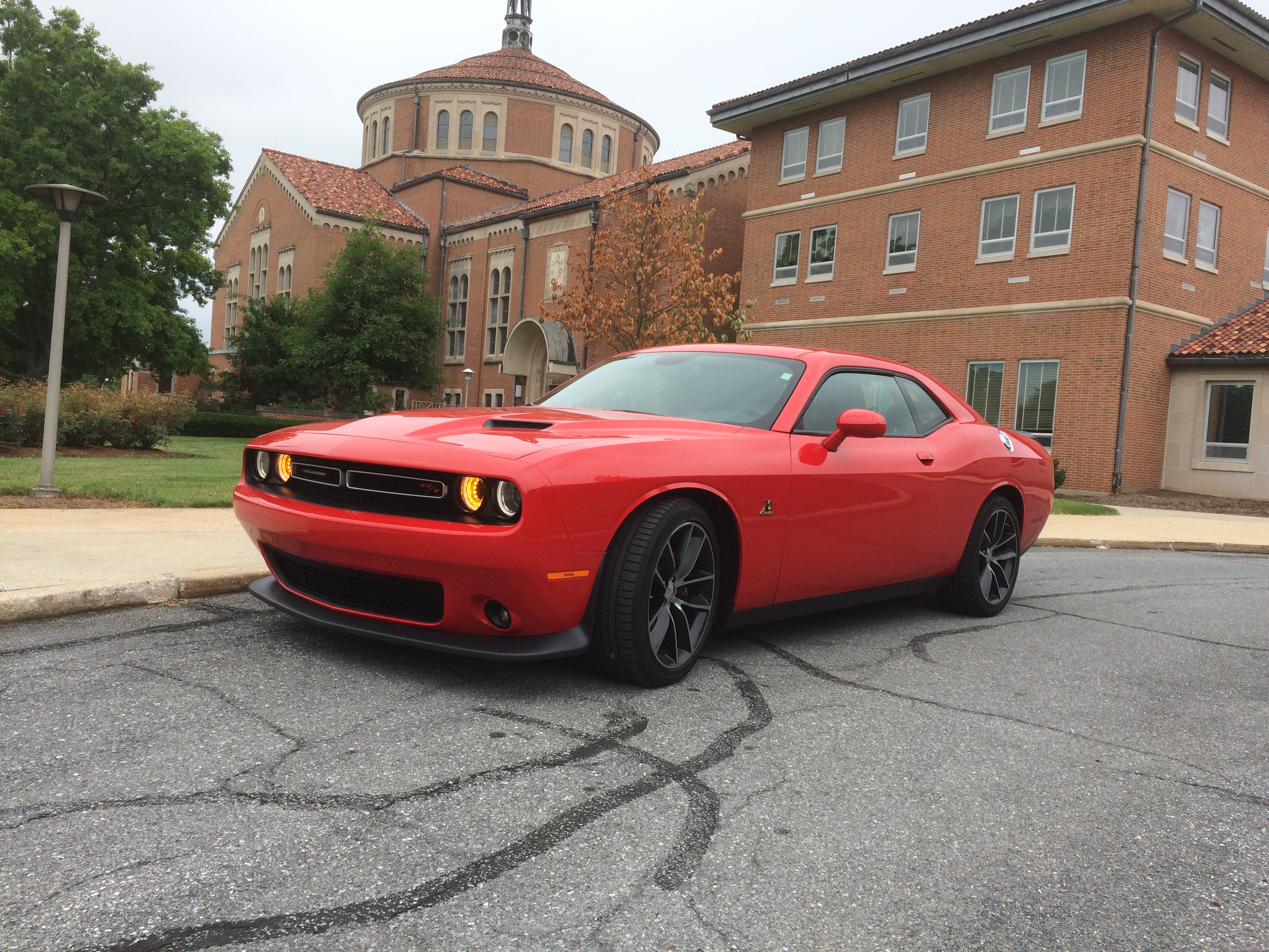 the dodge challenger r t scat pack is a muscle car with comfort wtop. Black Bedroom Furniture Sets. Home Design Ideas
