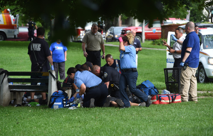 Man dies after lightning strike in NY park; 4 others injured