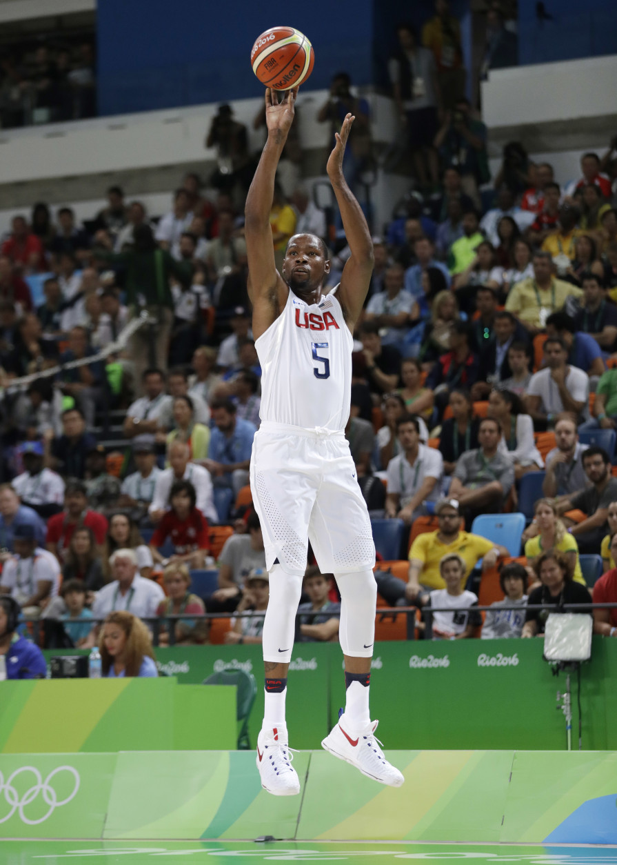 United States' Kevin Durant (5) shoots against Argentina during a men's quarterfinal round basketball game at the 2016 Summer Olympics in Rio de Janeiro, Brazil, Wednesday, Aug. 17, 2016. (AP Photo/Eric Gay)