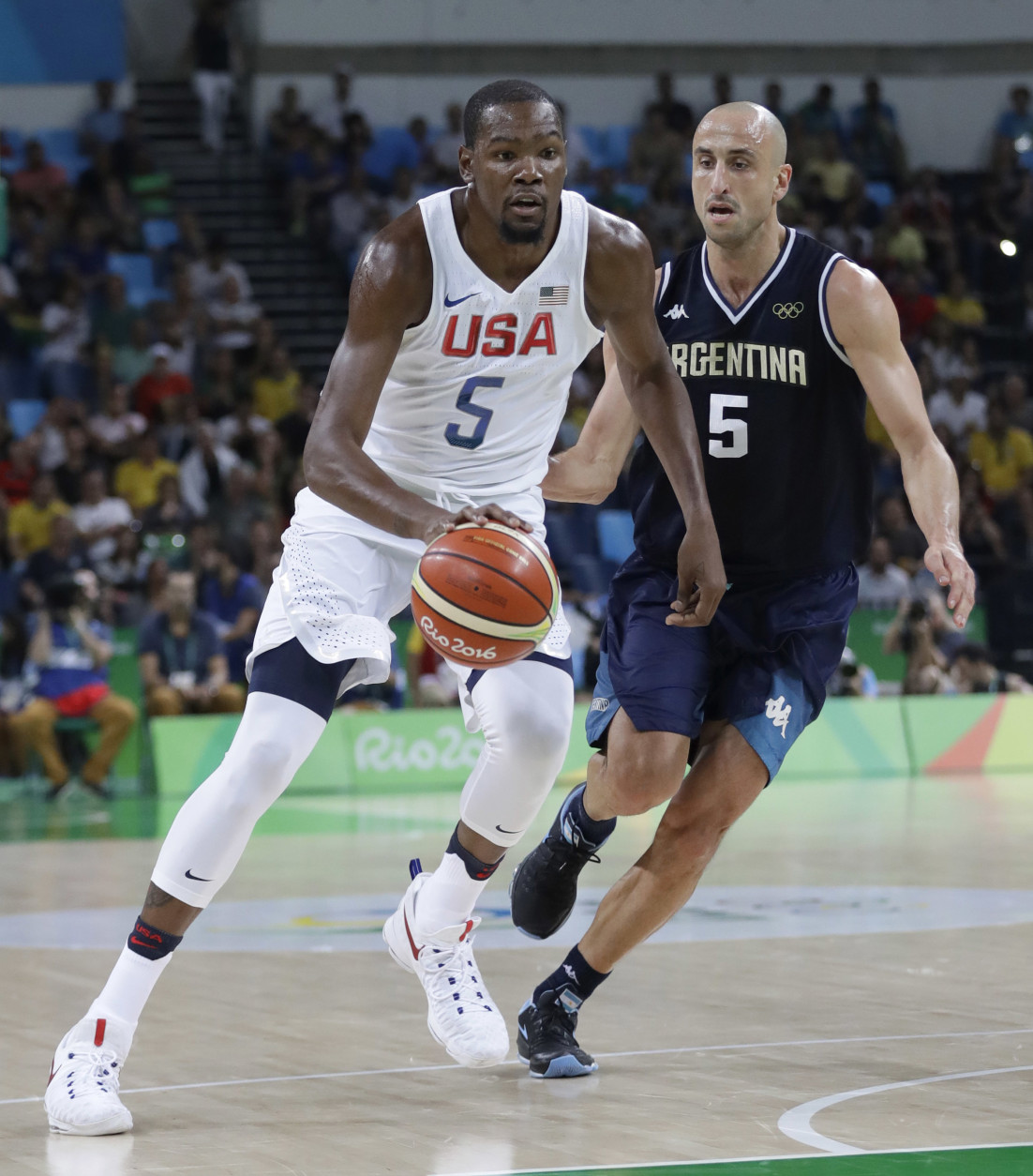 United States' Kevin Durant, left, drives around Argentina's Manu Ginobili, right, during a men's quarterfinal round basketball game at the 2016 Summer Olympics in Rio de Janeiro, Brazil, Wednesday, Aug. 17, 2016. (AP Photo/Eric Gay)
