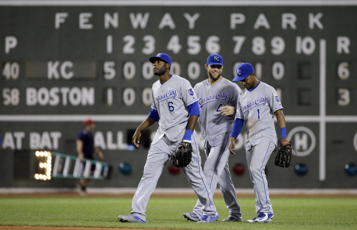 Urias matures on mound in Dodgers' 3-2 win over Cubs