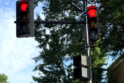 Sitting at red lights hazardous to health, study finds