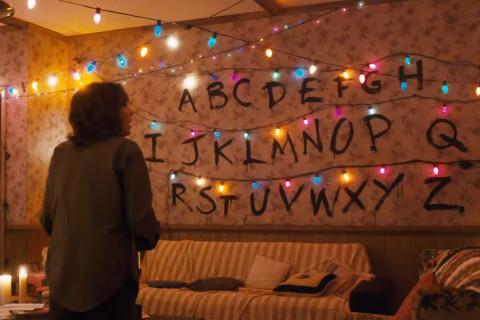 'Stranger Things': Netflix cranks the campy nostalgia up to 11