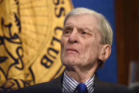 Republican former Sen. Warner endorses Clinton