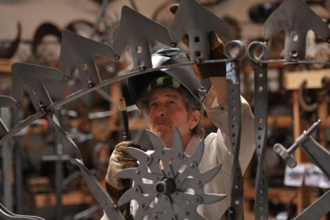 Bob Dylan making a sculpture for MGM National Harbor casino