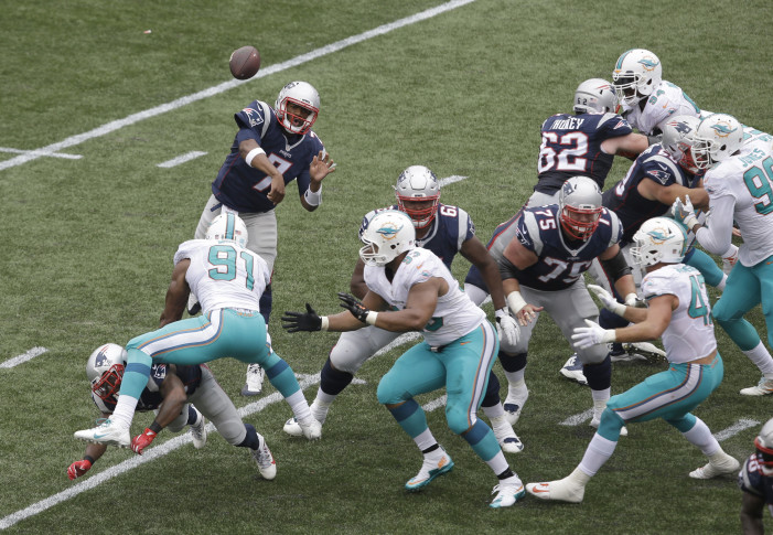 Garoppolo hurt; Williams carted off after scary hit