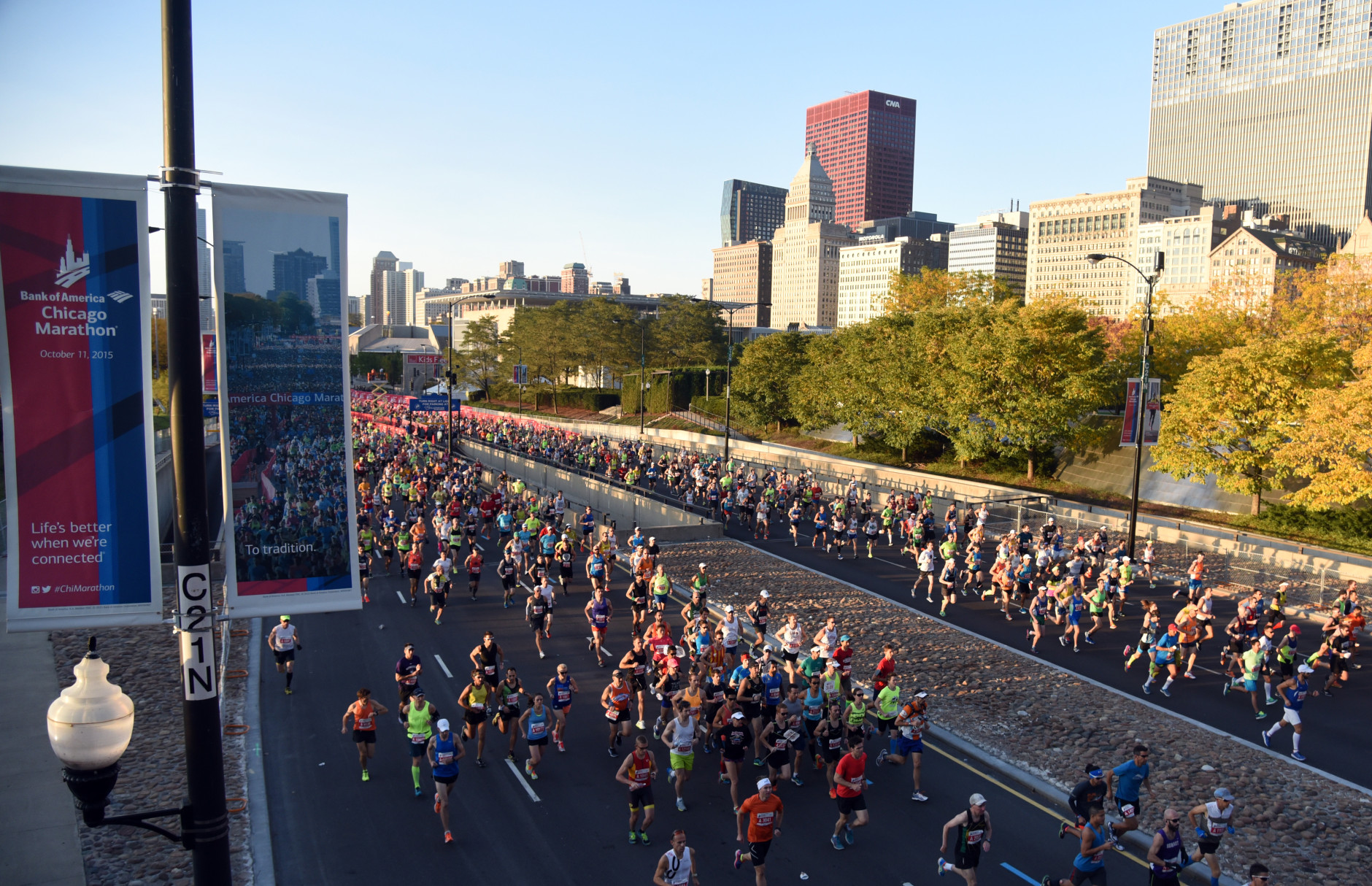 CHICAGO, IL - OCTOBER 11: Runners race at the start of the 2015 Bank of America Chicago Marathon on October 11, 2015  in Chicago, Illinois. (Photo by David Banks/Getty Images)