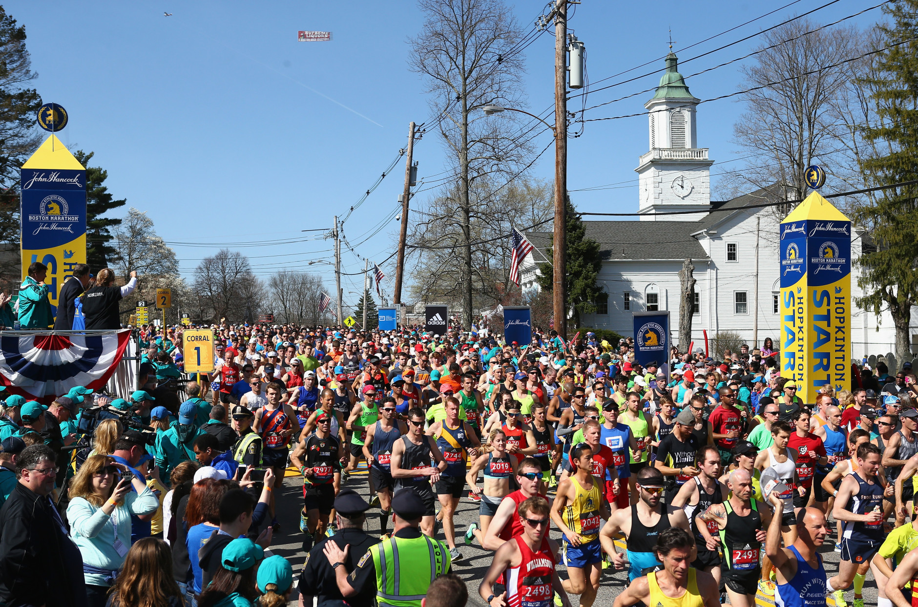 HOPKINTON, MA - APRIL 18:  A general view as Wave One runners start the 120th Boston Marathon on April 18, 2016 in Hopkinton, Massachusetts.  (Photo by Tim Bradbury/Getty Images)
