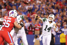 ORCHARD PARK, NY - SEPTEMBER 15:  Ryan Fitzpatrick #14 of the New York Jets throws a pass against the Buffalo Bills during the first half at New Era Field on September 15, 2016 in Orchard Park, New York.  (Photo by Brett Carlsen/Getty Images)
