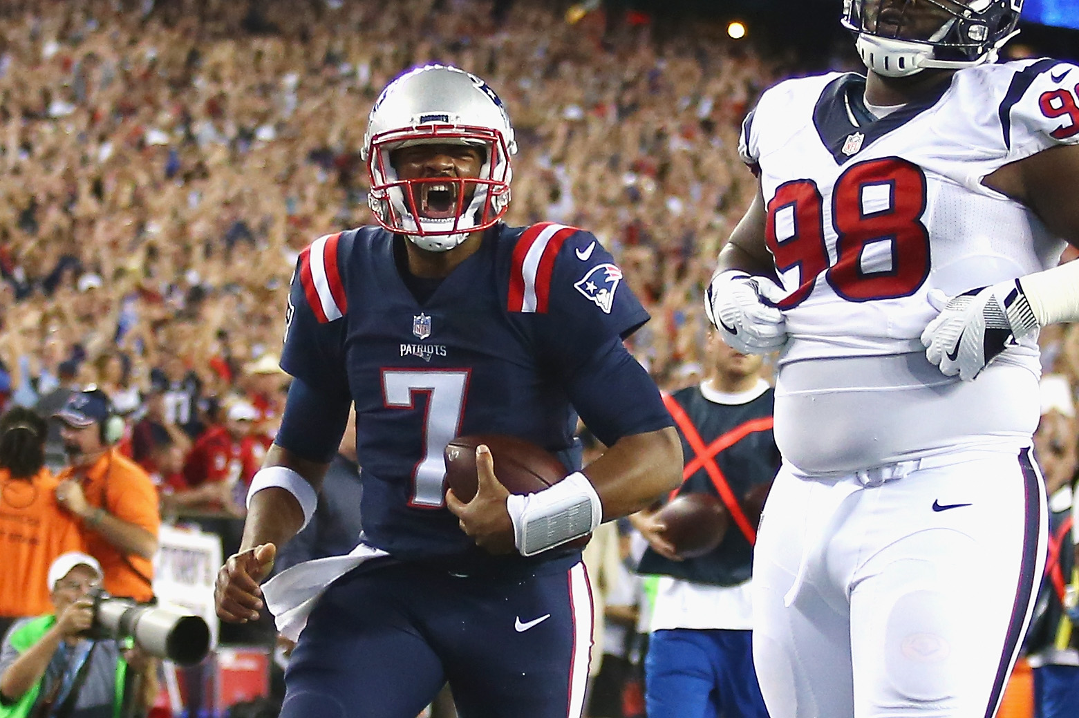 FOXBORO, MA - SEPTEMBER 22:  Jacoby Brissett #7 of the New England Patriots celebrates scoring a touchdown during the first quarter against the Houston Texans at Gillette Stadium on September 22, 2016 in Foxboro, Massachusetts.  (Photo by Adam Glanzman/Getty Images)