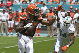 MIAMI GARDENS, FL - SEPTEMBER 25: Terrelle Pryor #11 of the Cleveland Browns rolls out during the 1st quarter against the Miami Dolphins on September 25, 2016 in Miami Gardens, Florida. (Photo by Eric Espada/Getty Images)