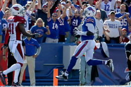 ORCHARD PARK, NY - SEPTEMBER 25:  Tyrod Taylor #5 of the Buffalo Bills runs for a touchdown against the Arizona CardinalArizona Cardinalsduring the second half at New Era Field on September 25, 2016 in Orchard Park, New York.  (Photo by Tom Szczerbowski/Getty Images)
