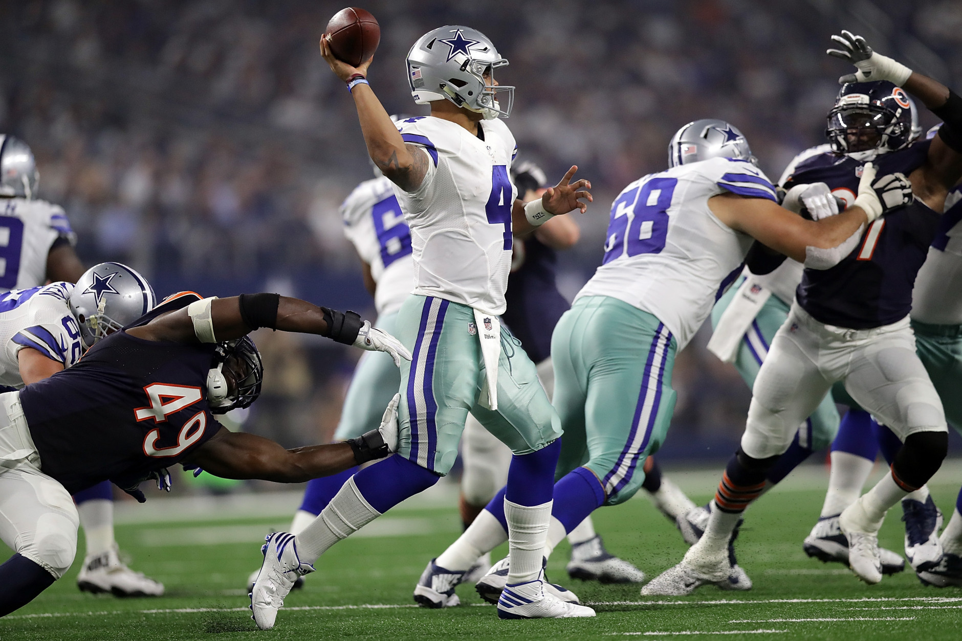 ARLINGTON, TX - SEPTEMBER 25:  Dak Prescott #4 of the Dallas Cowboys throws against the Chicago Bears in the fourth quarter at AT&T Stadium on September 25, 2016 in Arlington, Texas.  (Photo by Ronald Martinez/Getty Images)