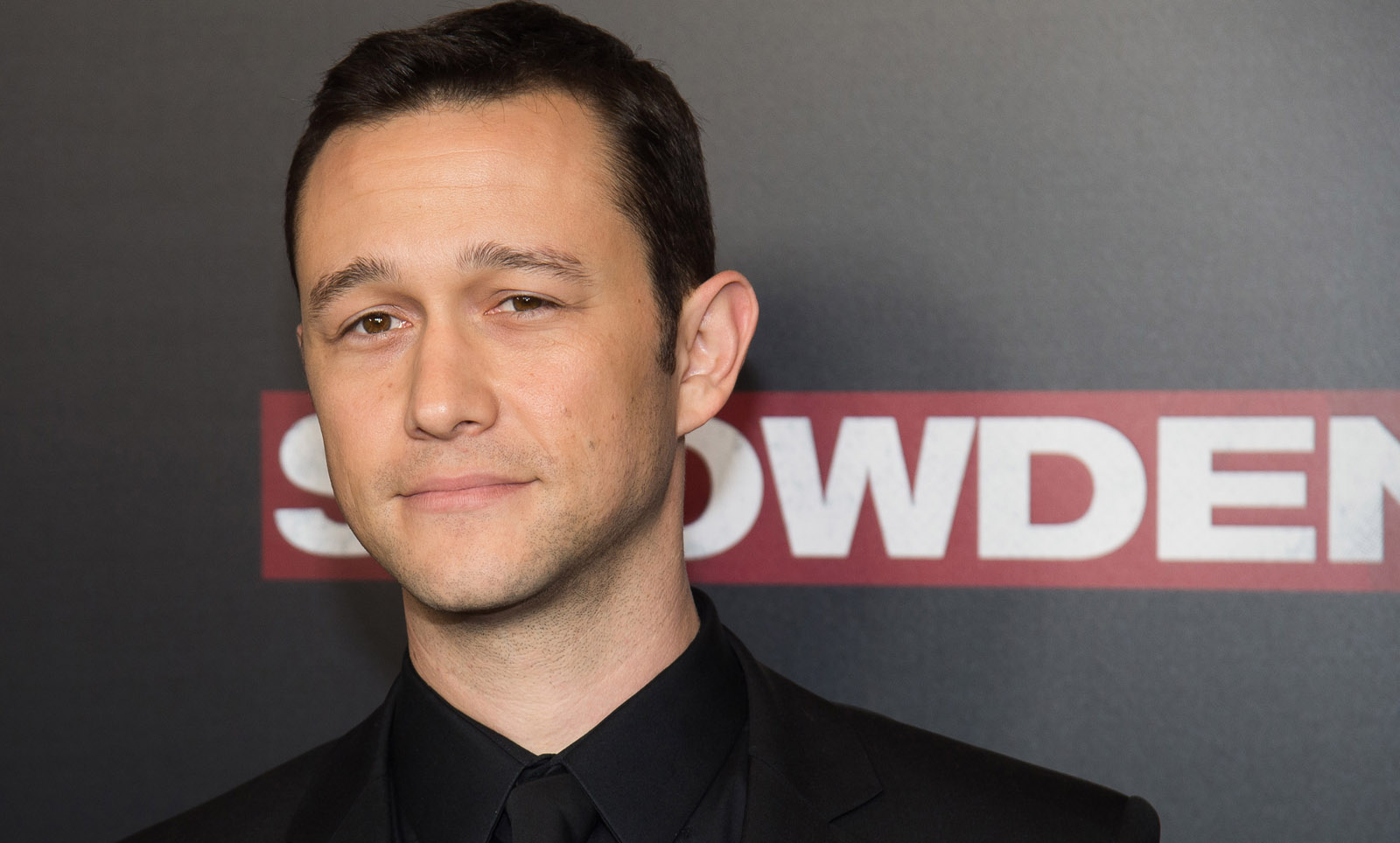 "Joseph Gordon-Levitt attends the premiere of ""Snowden"" at AMC Loews Lincoln Square on Tuesday, Sept. 13, 2016, in New York. (Photo by Charles Sykes/Invision/AP)"