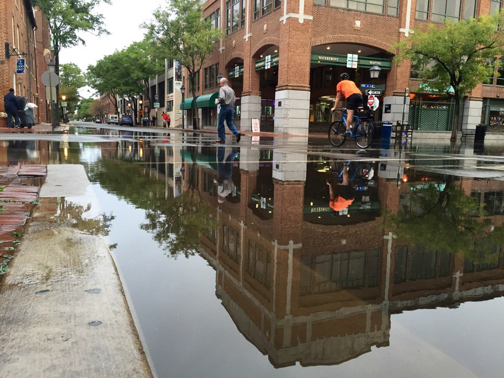 The water and King and Union streets, in Old Town Alexandria, at about 7:45 a.m. Friday, Sept. 30, 2016. (WTOP/Dennis Foley)