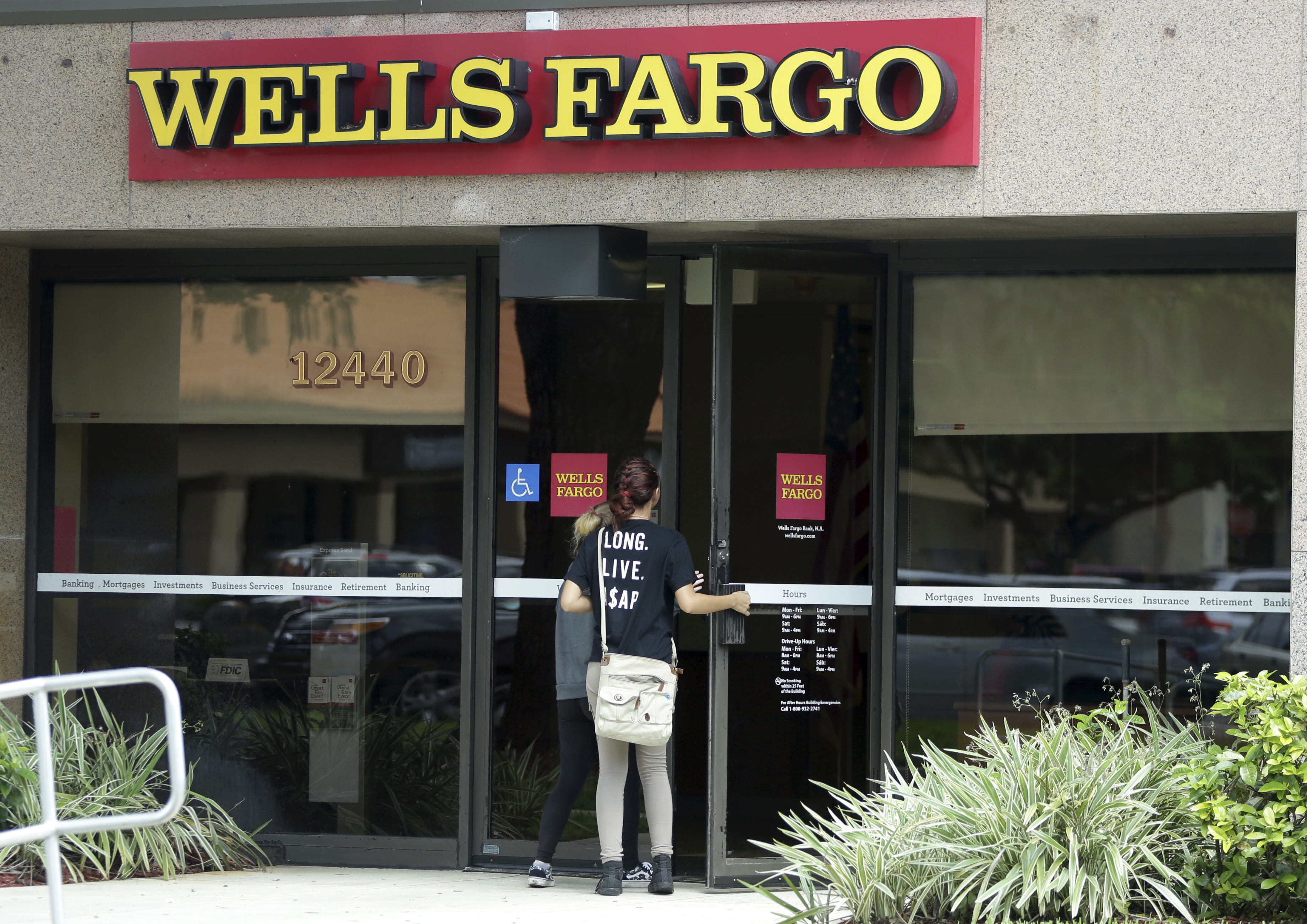 Bank at wells fargo here are 4 things you should do soon wtop magicingreecefo Choice Image