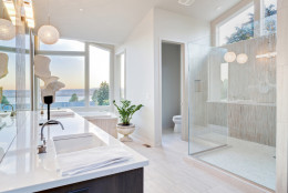 HGTV and DIY star Matthew Muenster has renovated hundreds of bathrooms in his career — from petite powder rooms to spacious, spa-like retreats. And over the years, he's picked up on a few tricks and a few trends. (Thinkstock)