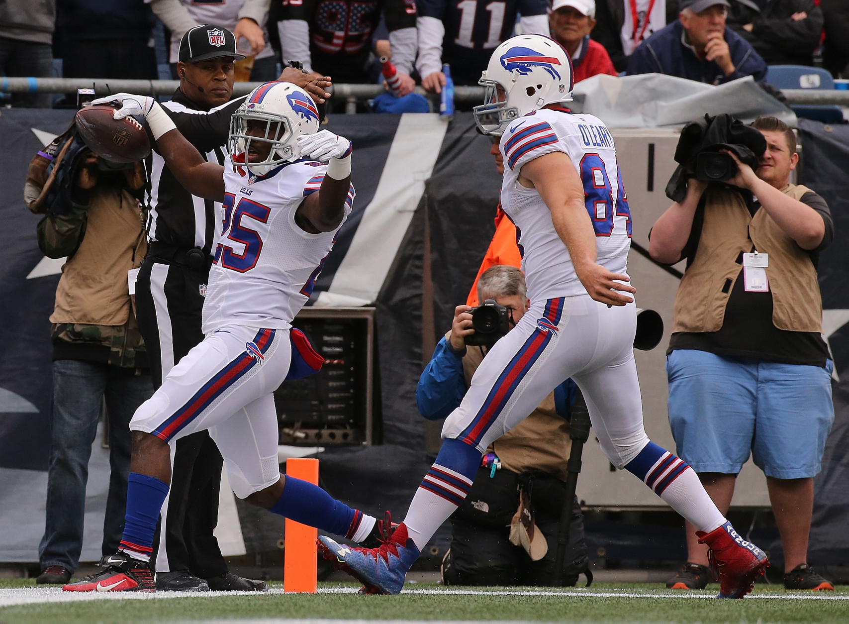 FOXBORO, MA - OCTOBER 02: LeSean McCoy #25 of the Buffalo Bills scores a touchdown in the first half against the New England Patriots at Gillette Stadium on October 2, 2016 in Foxboro, Massachusetts. He was involved with an altercation with Robert Blanton #26 of the Buffalo Bills before the start of their game. (Photo by Jim Rogash/Getty Images)