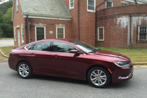 Chrysler 200 Limited Platinum: American midsize sedan with V6 engine