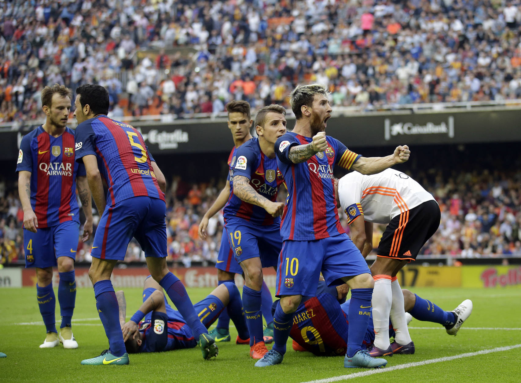 Image result for barcelona players celebrating against Valencia October 2016