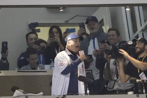 'Spray it, don't say it:' Bill Murray sings as Daffy Duck at Cubs game (Video)