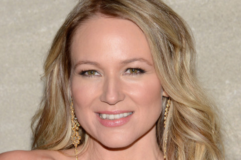 Singer-songwriter Jewel dishes on new memoir, reality show