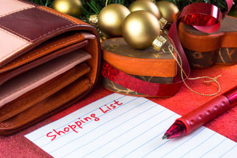 Tips for creating and sticking to a cost-saving holiday budget