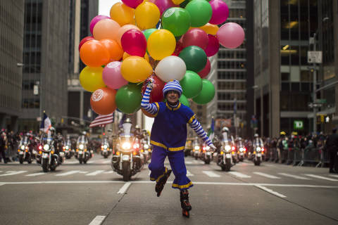 Balloons, floats and police at Macy's Thanksgiving Parade (Photos)