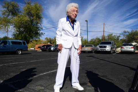 Twittersphere sounds off on viral photo of 102-year-old voter