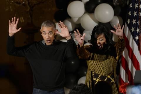 Obamas regale trick-or-treaters with 'Thriller' dance (Video)