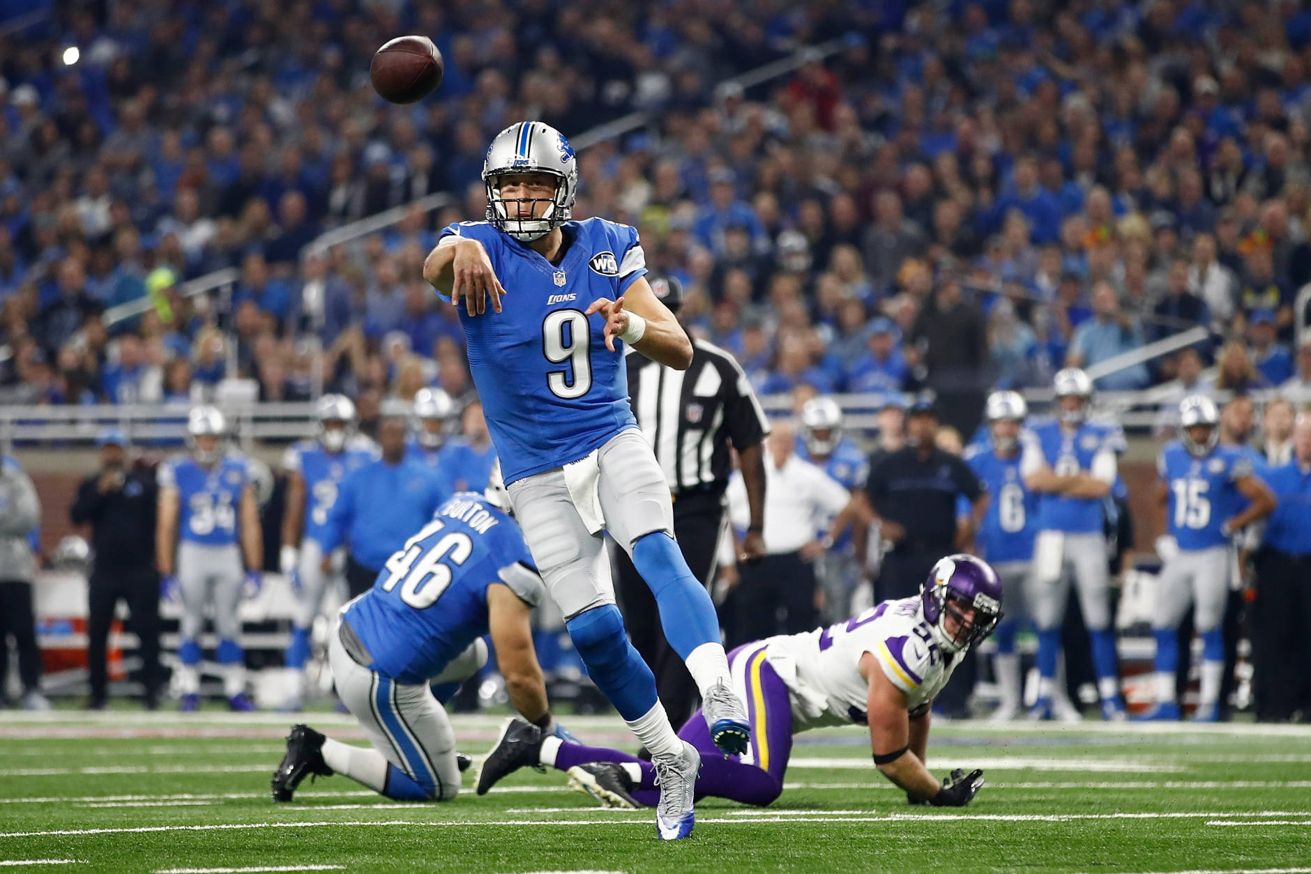 DETROIT.MI - NOVEMBER 24: Quarterback Matthew Stafford (9) of the Detroit Lions passes the ball to Anquan Boldin (80) for a first quarter touchdown against the Minnesota Vikings at Ford Field on November 24, 2016 in Detroit, Michigan. (Photo by Gregory Shamus/Getty Images)