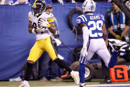 INDIANAPOLIS, IN - NOVEMBER 24: Antonio Brown #84 of the Pittsburgh Steelers catches his third touchdown of the night during in the fourth quarter of the game against the Indianapolis Colts at Lucas Oil Stadium on November 24, 2016 in Indianapolis, Indiana.  (Photo by Joe Robbins/Getty Images)