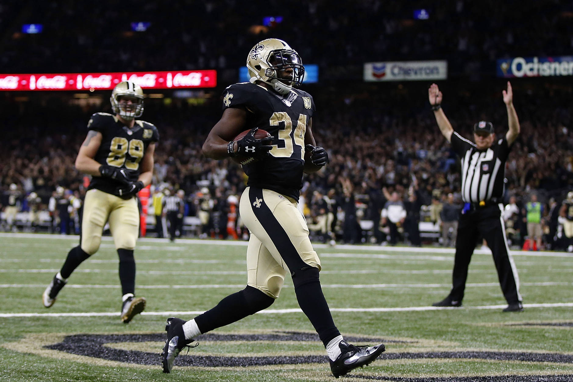 NEW ORLEANS, LA - NOVEMBER 27: Tim Hightower #34 of the New Orleans Saints scores a touchdown during the second half of a game against the Los Angeles Rams at the Mercedes-Benz Superdome on November 27, 2016 in New Orleans, Louisiana.  (Photo by Sean Gardner/Getty Images)